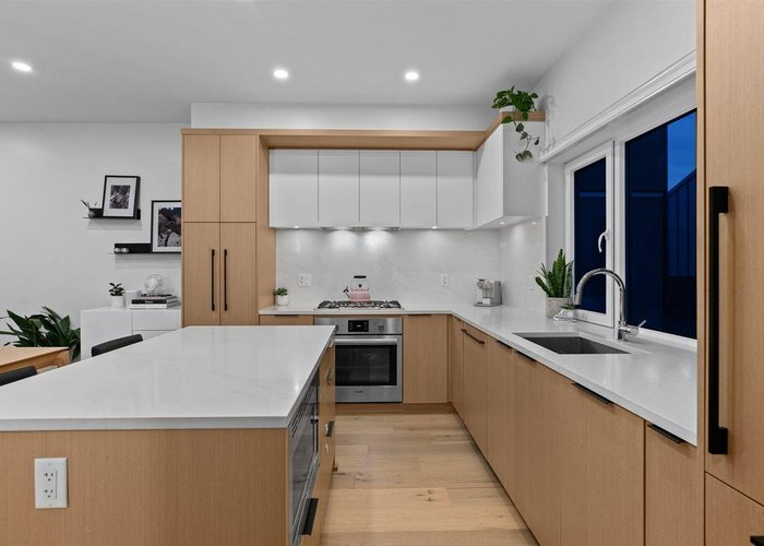 214 649 E 3rd Street, North Vancouver
