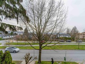 4 270 E Keith Road, North Vancouver