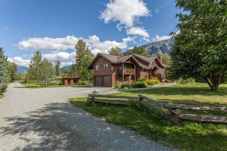 R2124372 - 7334 CLOVER ROAD, Pemberton, Pemberton, BC - House with Acreage