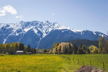 R2180622 - 1531 FRASER ROAD, Pemberton, Pemberton, BC - House with Acreage