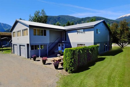 R2182399 - 1392 PEMBERTON FARM ROAD, Pemberton Meadows, Pemberton, BC - House/Single Family