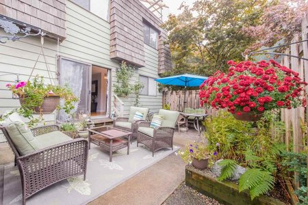 R2204254 - 1134 PREMIER STREET, Lynnmour, North Vancouver, BC - Townhouse
