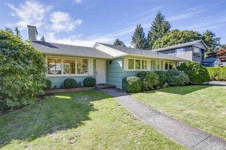 R2206698 - 3975 HILLCREST AVENUE, Edgemont, North Vancouver, BC - House/Single Family