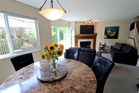 R2206971 - 8 237 W 16TH STREET, Central Lonsdale, North Vancouver, BC - Townhouse