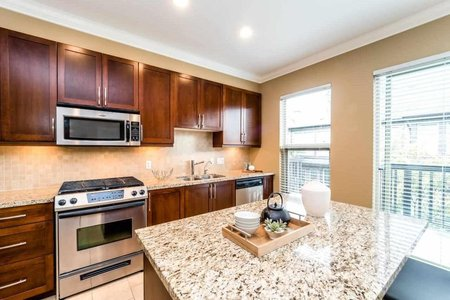 R2207277 - 10 308 E 14TH STREET, Central Lonsdale, North Vancouver, BC - Townhouse