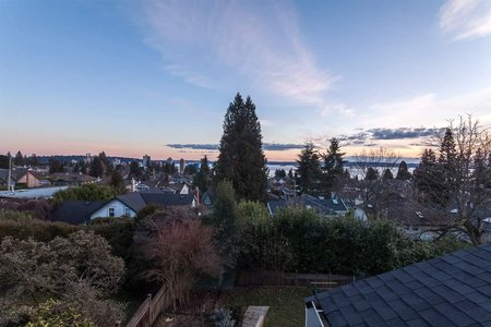 R2218133 - 2342 MATHERS AVENUE, Dundarave, West Vancouver, BC - House/Single Family
