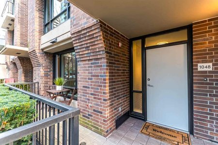 R2235581 - 1048 RICHARDS STREET, Yaletown, Vancouver, BC - Townhouse
