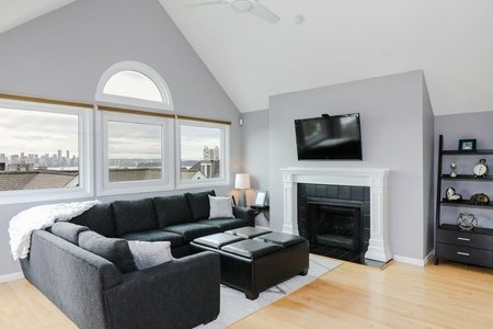 R2247317 - 202 223 E KEITH ROAD, Lower Lonsdale, North Vancouver, BC - Townhouse