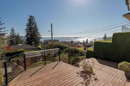 R2283608 - 1027 CLYDE AVENUE, Sentinel Hill, West Vancouver, BC - House/Single Family
