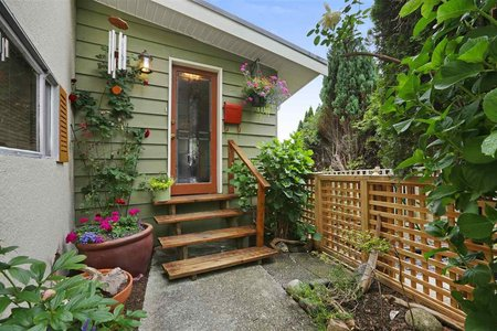 R2285756 - 702 PLYMOUTH DRIVE, Windsor Park NV, North Vancouver, BC - House/Single Family