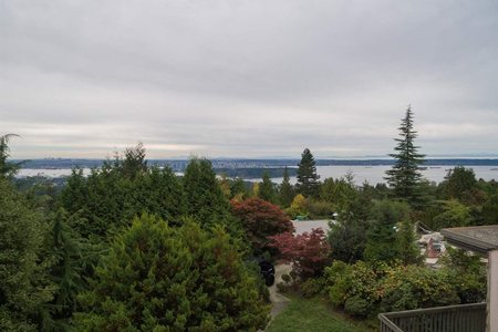 R2310762 - 1449 SANDHURST PLACE, Chartwell, West Vancouver, BC - House with Acreage