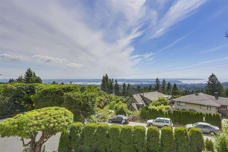 R2316488 - 416 VENTURA CRESCENT, Upper Delbrook, North Vancouver, BC - House/Single Family