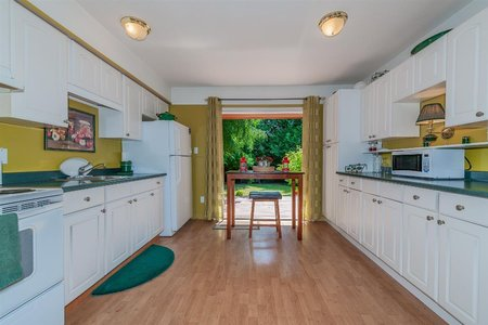R2337377 - 13726 NORTH BLUFF ROAD, White Rock, White Rock, BC - House/Single Family