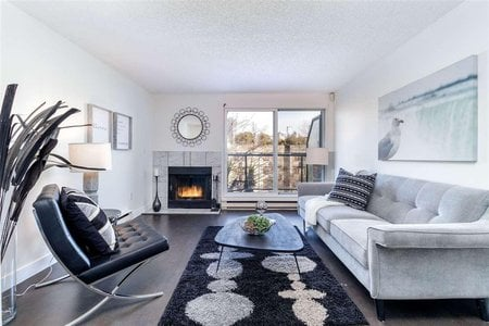 R2338515 - 4 1355 W 4TH AVENUE, False Creek, Vancouver, BC - Townhouse