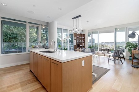 R2353308 - 303 866 ARTHUR ERICKSON PLACE, Park Royal, West Vancouver, BC - Apartment Unit