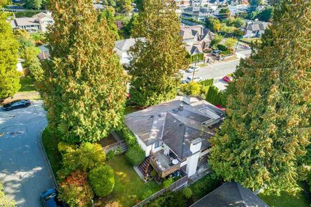R2354495 - 1015 BELMONT AVENUE, Edgemont, North Vancouver, BC - House/Single Family