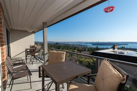 R2437160 - 38 2216 FOLKESTONE WAY, Panorama Village, West Vancouver, BC - Townhouse