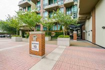 327 10 RENAISSANCE SQUARE, New Westminster - R2490481