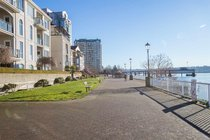 425 10 RENAISSANCE SQUARE, New Westminster - R2538255