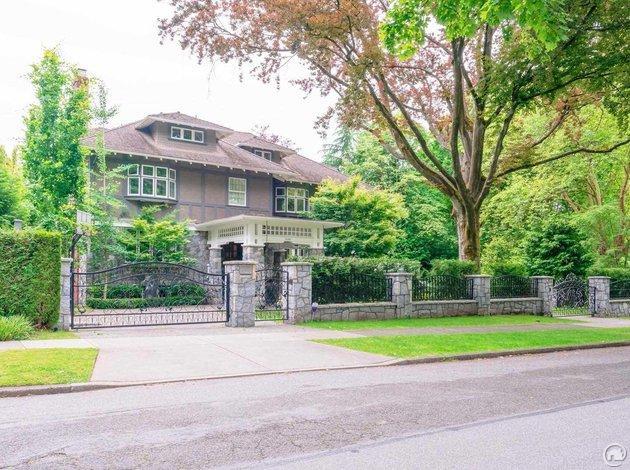 1696 Laurier Avenue