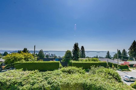 R2604912 - 2365 QUEENS AVENUE, Queens, West Vancouver, BC - House/Single Family