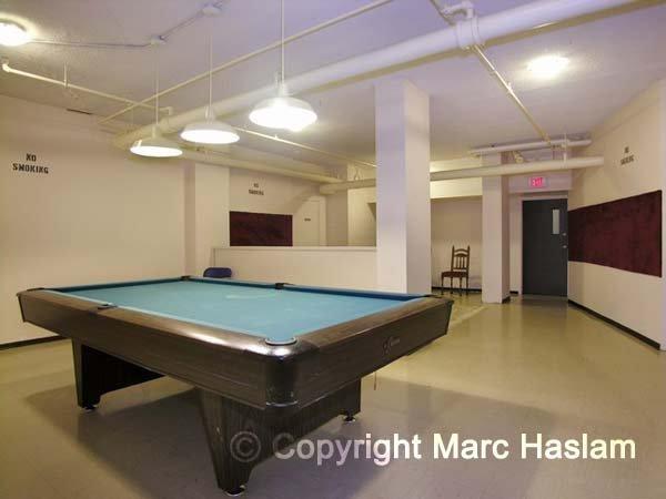 pool table  room (JPG)