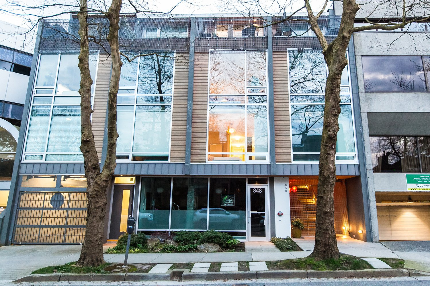 2 850 west 8th avenue vancouver 2 beds 2 baths for for Koi 8th ave