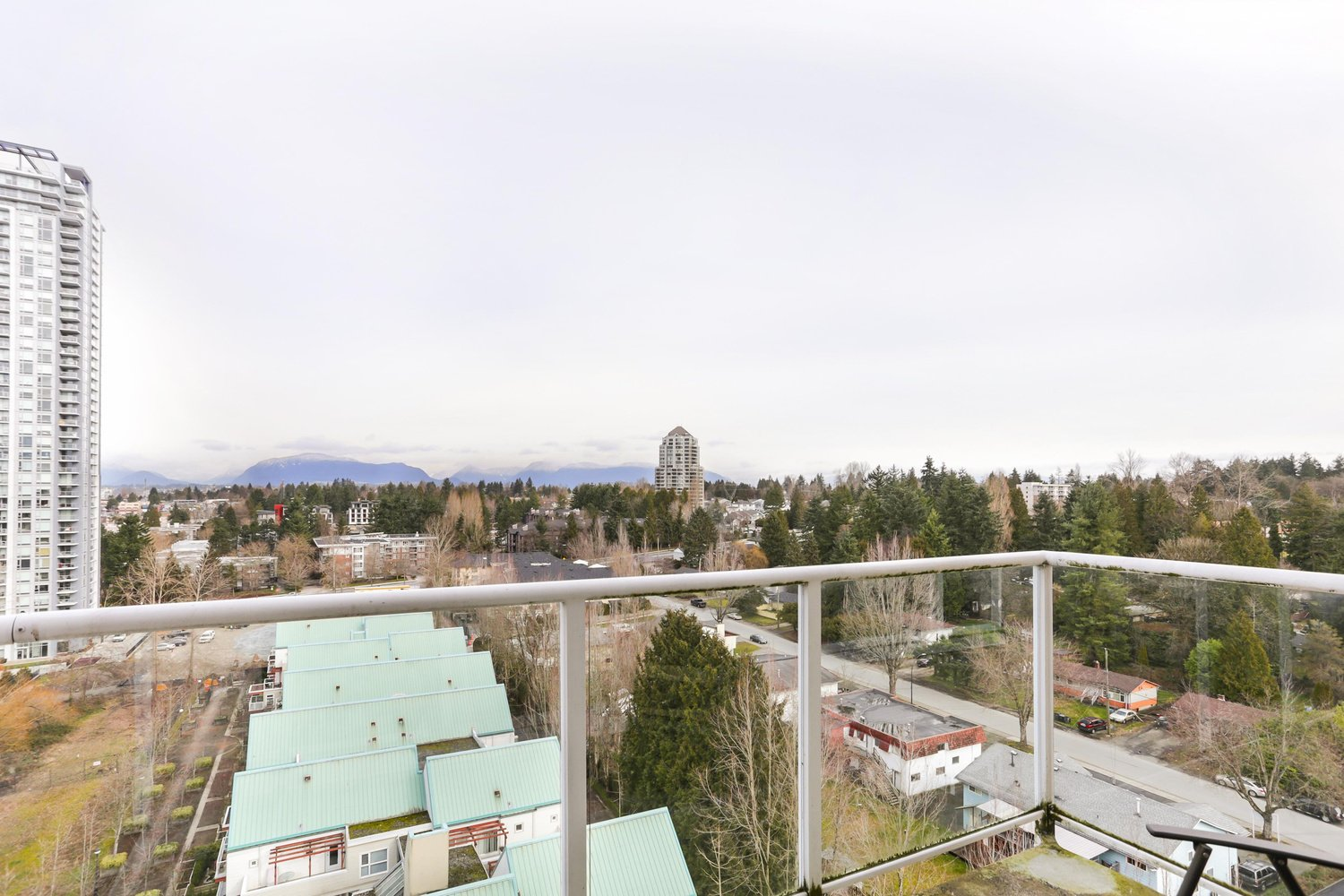 1401 9830 Whalley Boulevard Surrey 1 Bed 2 Baths For
