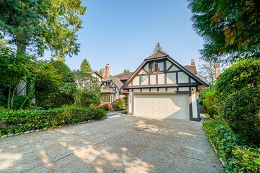 Real estate photography for a 4 Bedroom House in West Vancouver