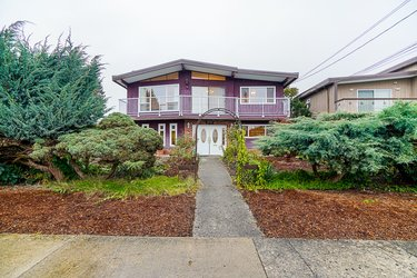 Real estate photography for a 5 Bedroom House in Burnaby