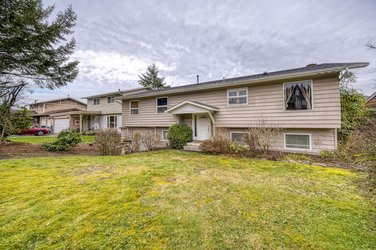 Real estate photography for a 6 Bedroom House in Port Moody