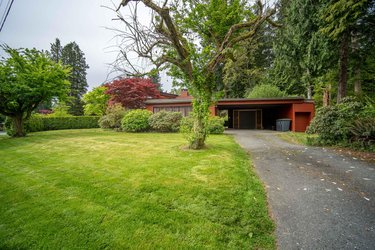 Real estate photography for a 6 Bedroom House in North Vancouver