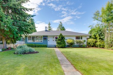 Real estate photography for a 7 Bedroom House in White Rock