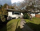 V872164 - 148 E 25TH ST, North Vancouver, British Columbia, CANADA