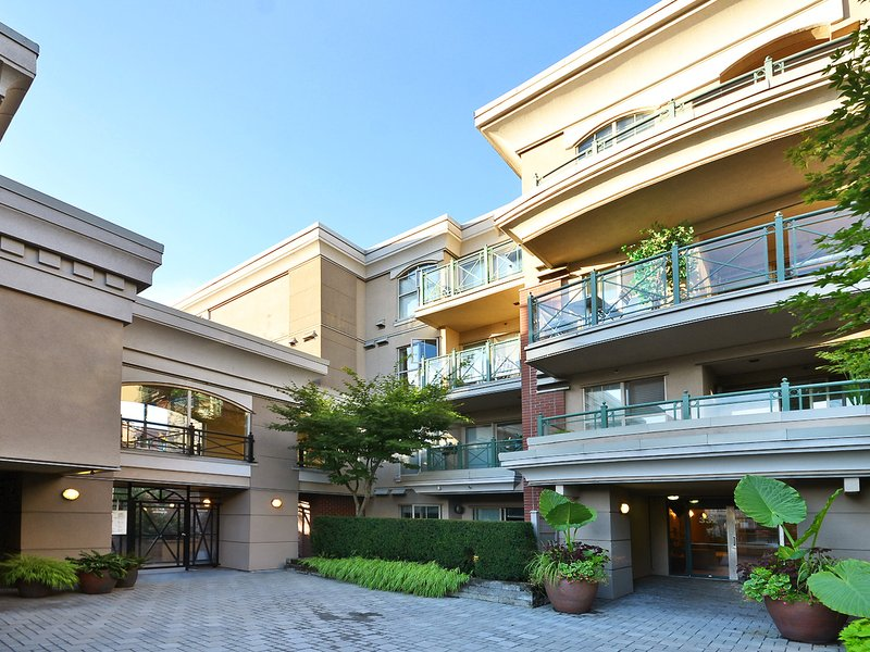 Calypso 332 Lonsdale Ave, North vancouver