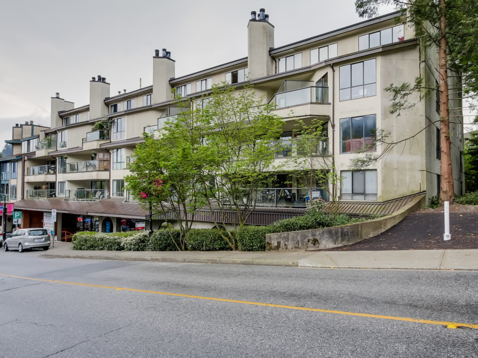 The Coveside - 4323 Gallant Ave